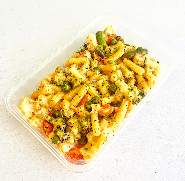 Veggie mac and cheese in meal prep tray