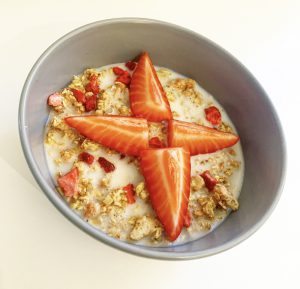 Healthy breakfast of strawberry and oats in bowl